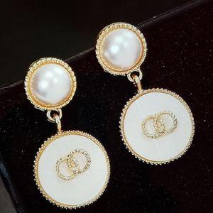 Women pearls earrings